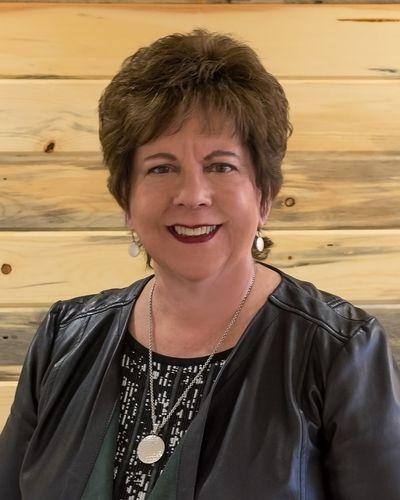 Lynn Myers headshot
